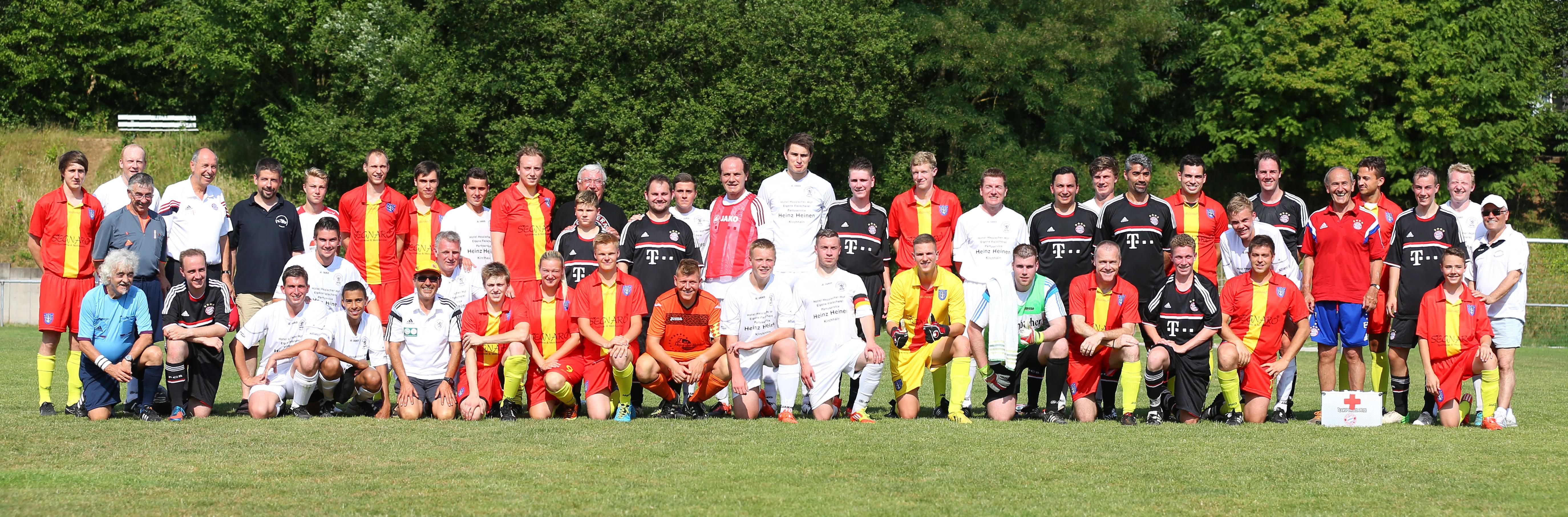 Die Mannschaften der SRVGG Marburg, Offenbach und des FC Bayern München im Juli 2015 in MR-Michelbach