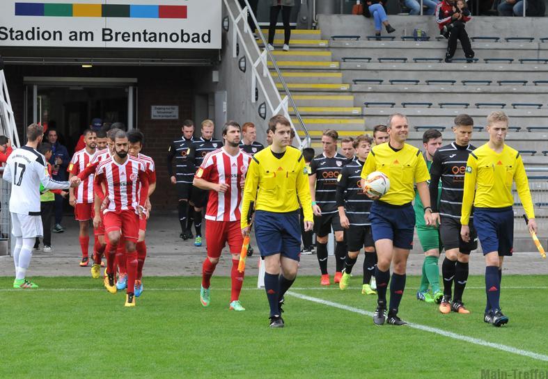Marcus Rolbetzki, Moritz Hämel und Jonas Stehling im Stadion am Brentanobad in Frankfurt