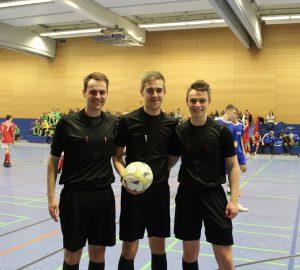 Schiedsrichter-Team der B-Jugend-Endrunde: Moritz Hämel, Jonas Stehling, Lennard Goronzy